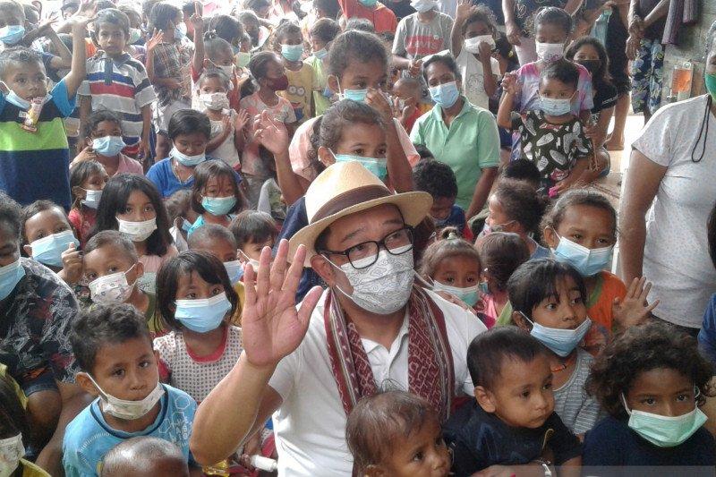Gubernur Jabar  hibur anak-anak korban bencana di NTT