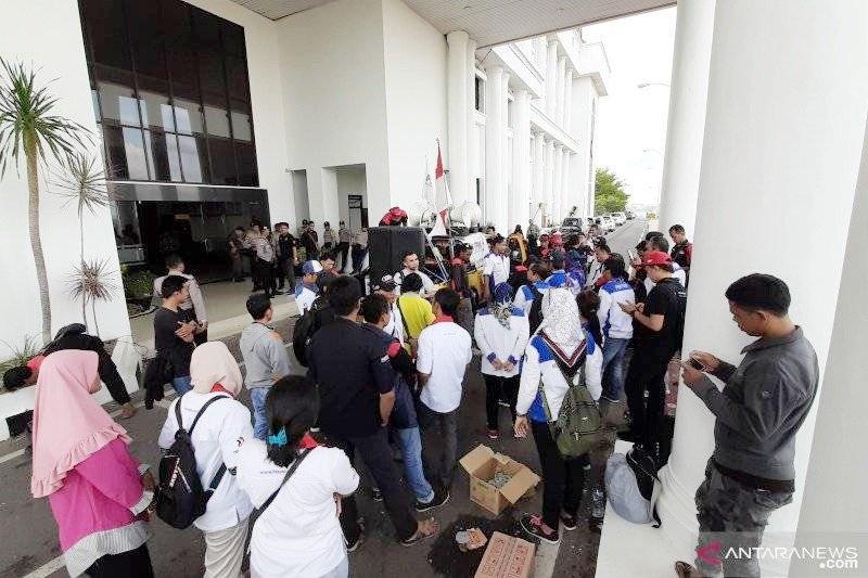 Buruh Tanjungpinang minta pengusaha segera bayar THR