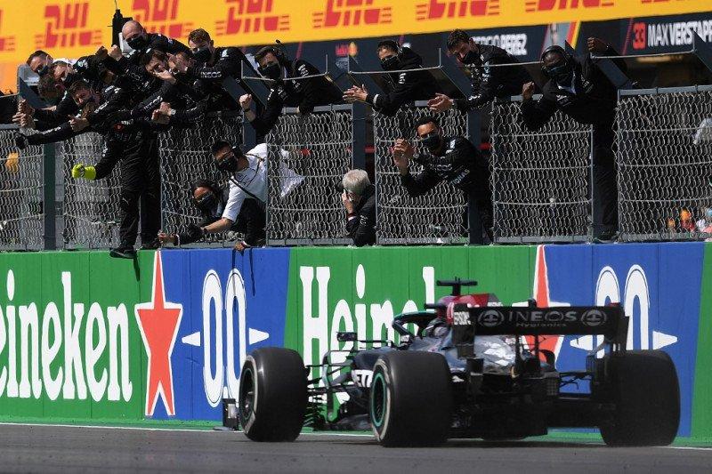 Hamilton cetak ke kemenangan ke-97 di  GP Portugal