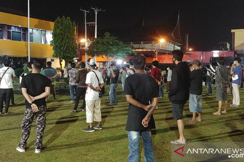 300 pelanggar protokol kesehatan terjaring operasi yustisi di malam Minggu