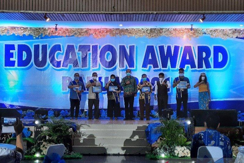 LKBN ANTARA terima penghargaan peduli pendidikan COVID-19 Pemprov Papua