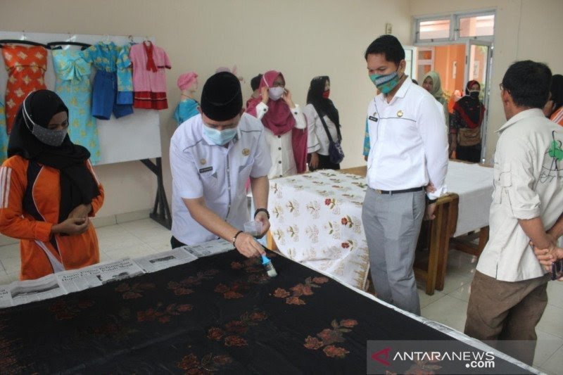 Dinas Pendidikan OKU promosikan batik khas daerah