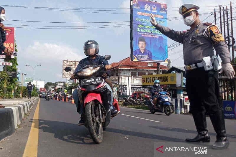 Satlantas Polres Cirebon Kota putar balikkan puluhan kendaraan pemudik