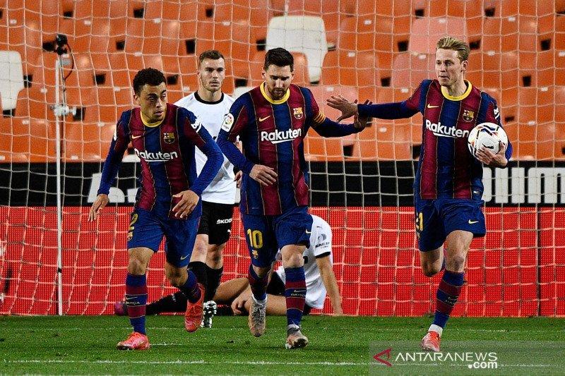 Barcelona jaga peluang juara setelah kalahkan Valencia 3-2