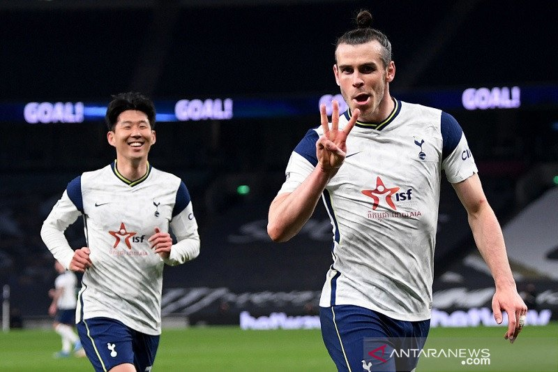 Hattrick Gareth Bale bawa Tottenham dekati empat besar