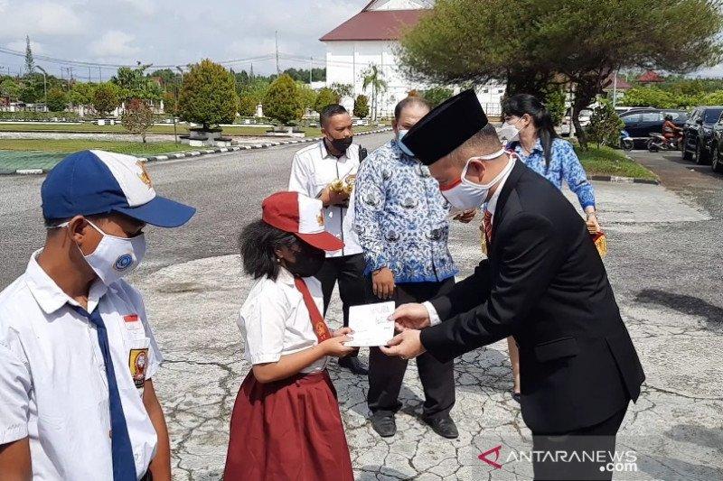 Bupati Gumas: Tidak ada alasan bagi peserta didik tidak sekolah
