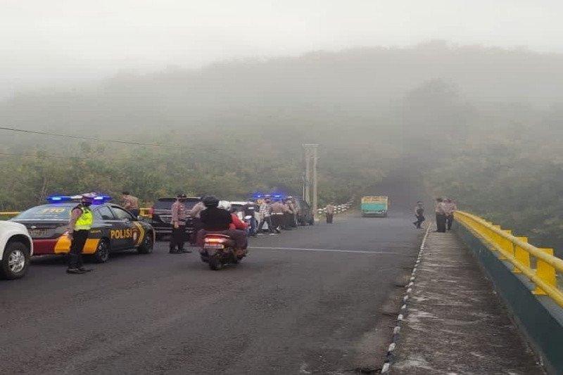Polres Gunung Kidul mendirikan dua pos penyekatan di Hargodumilah-Bedoyo