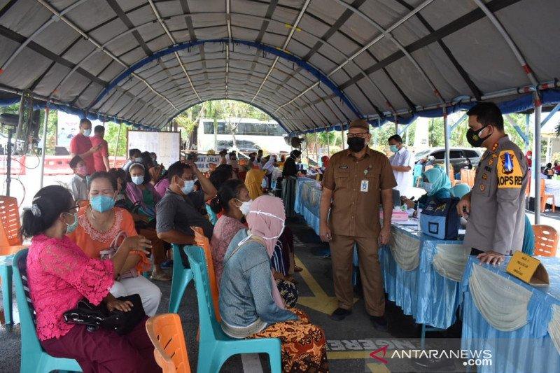 Ratusan purnawirawan dan lansia di Inhu divaksin COVID-19