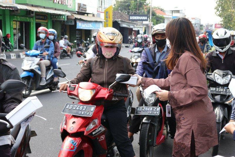 Bank Jateng-sub-BMPD Surakarta bagikan takjil