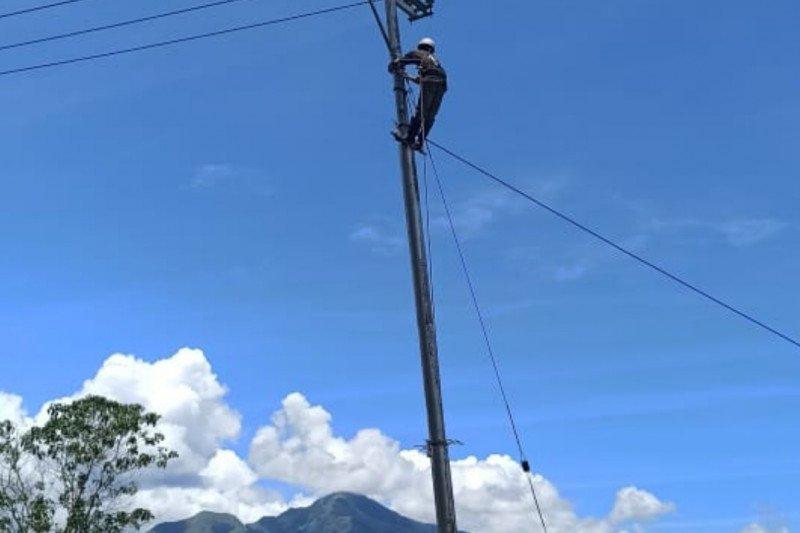 PLN NTT alirkan listrik bagi 10 desa terpencil