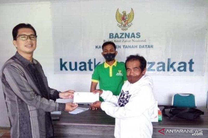 Baznas Tanah Datar bantu warga pengidap kanker tulang yang terkendala biaya pengobatan