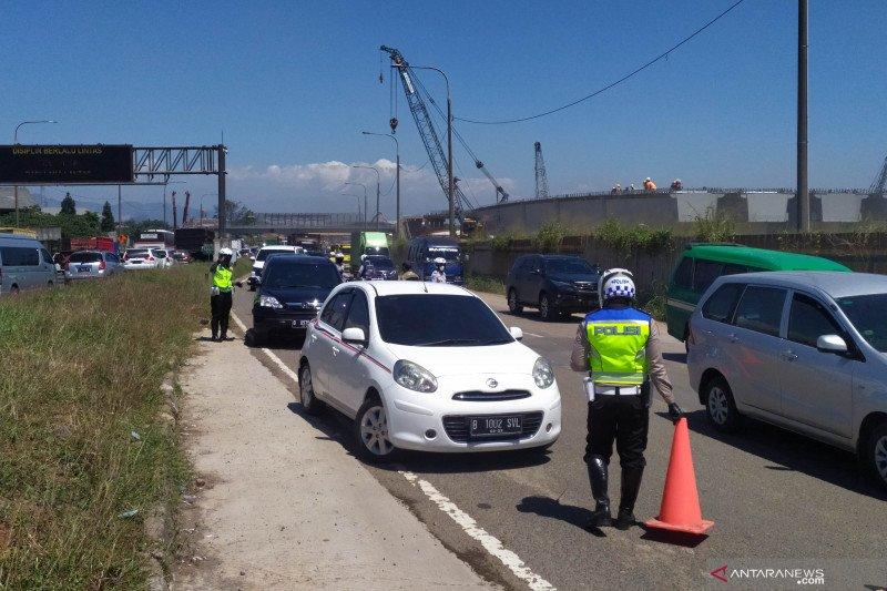 Polisi catat 963 kendaraan diputar balik di Cileunyi Bandung