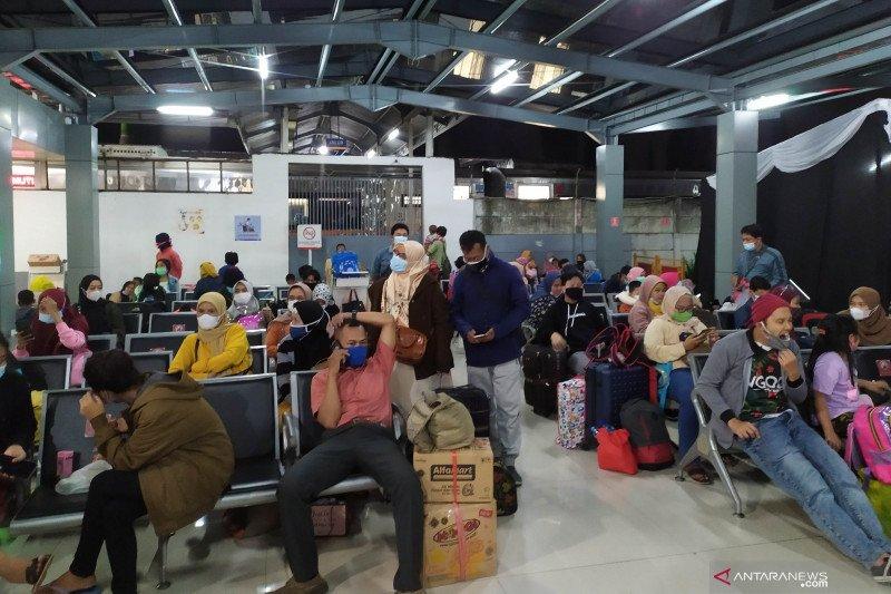 Ratusan pemudik padati Stasiun Kiaracondong Bandung