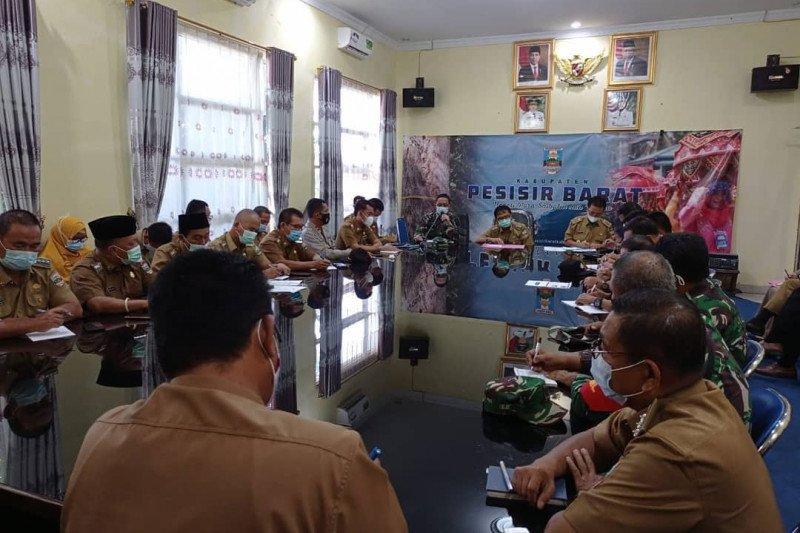 Bupati Pesibar pimpin rapat penanganan COVID-19 di wilayah