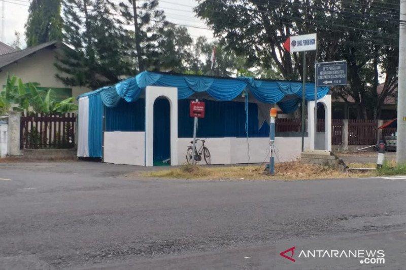 Pemudik yang tiba di Terminal Wates Kulon Progo masih landai