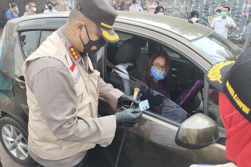 Satgas COVID-19 putar balik ratusan kendaraan tujuan Bandarlampung