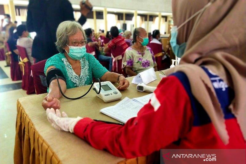 Peringatan Hardiknas 2021 di Bartim diiringi vaksinasi PTK dan lansia