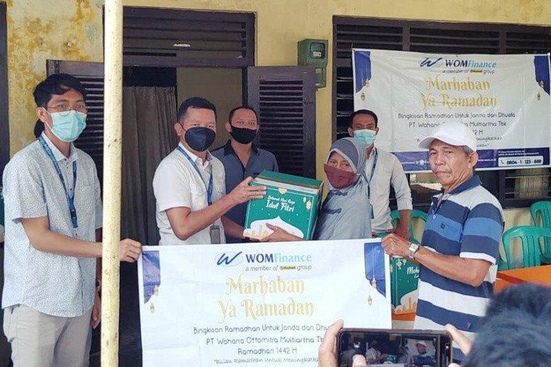 WOM Finance bagikan bingkisan Ramadhan kepada duafa di Pemalang
