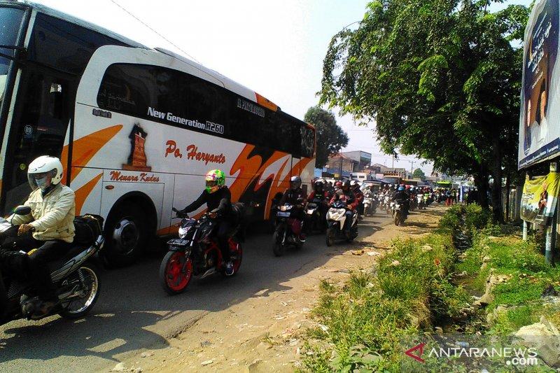 Pemkab Karawang soroti kerumunan di pasar jelang Lebaran