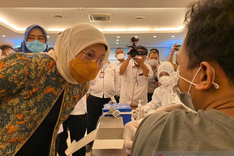 Buruh migran diberi prioritas untuk menerima vaksin: menteri