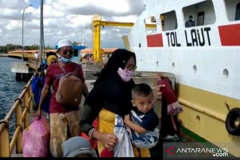 Ratusan calon penumpang telantar di Situbondo diangkut kapal perintis