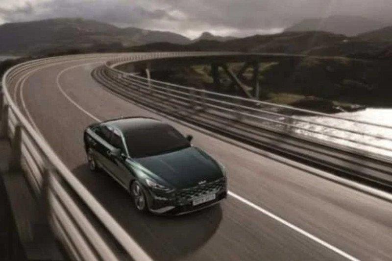 Kia Corp hadirkan varian hybrid sedan K8