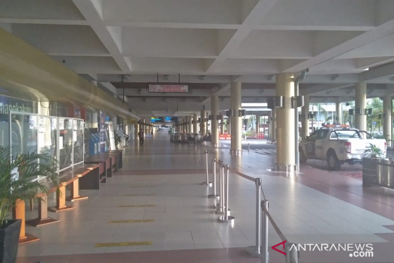 Dihari pertama larangan mudik, dua penerbangan mendarat di Bandara Internasional Minangkabau