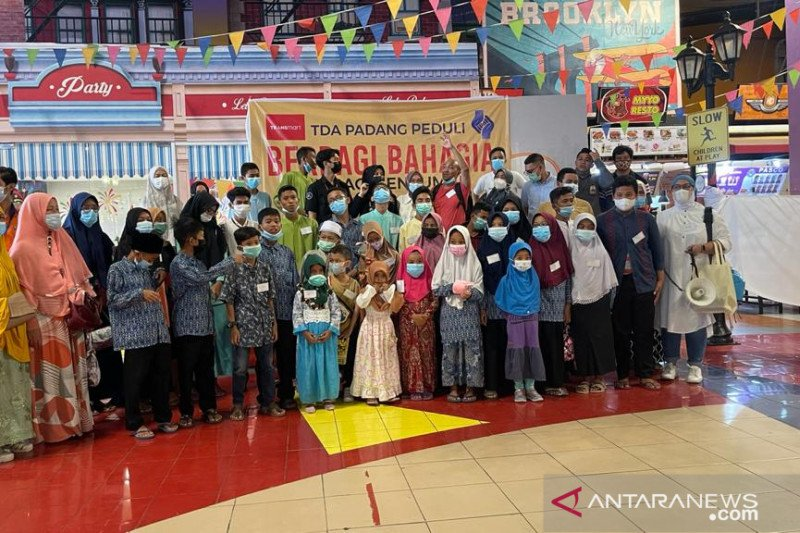 """Aksi simpatik dan sosial """"TDA Peduli"""" boyong 50 anak yatim belanja baju Lebaran di mall"""