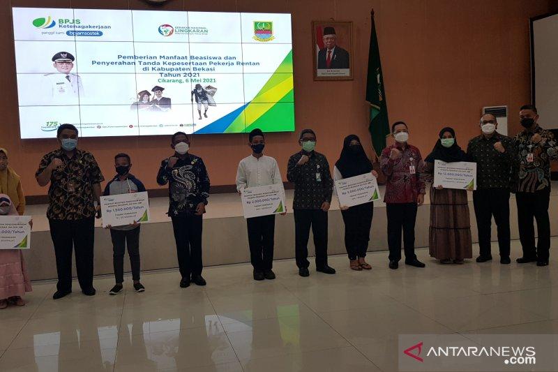 BPJAMSOSTEK serahkan 1.711 beasiswa kepada ahli waris di Jabar