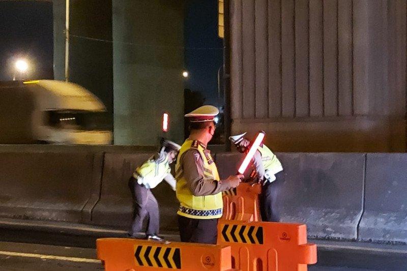 530 kendaraan di Gerbang Tol Cikarang Barat diminta putar balik
