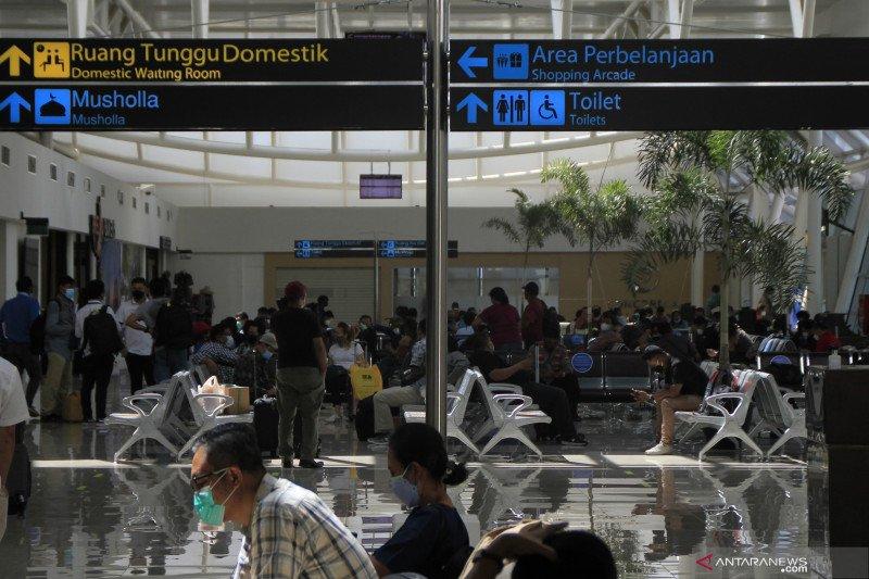 Pemudik padati bandara el tari di hari pertama larangan mudik