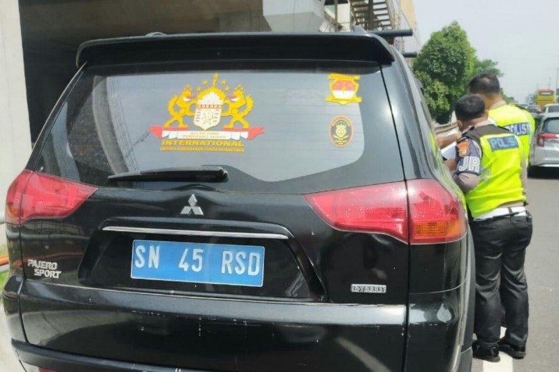 """Sopir """"Kekaisaran Sunda"""" ternyata petugas keamanan RT di Pondok Kelapa"""
