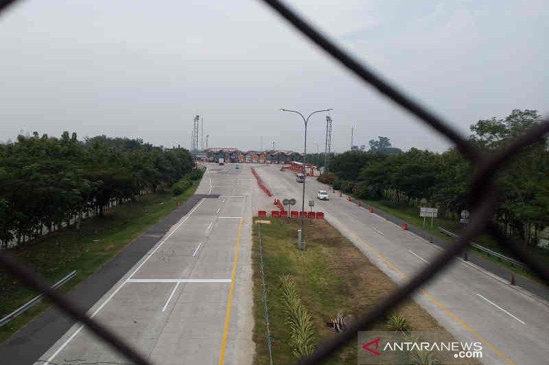 Lalu lintas di gerbang tol Palimanan Cipali Kamis siang lengang