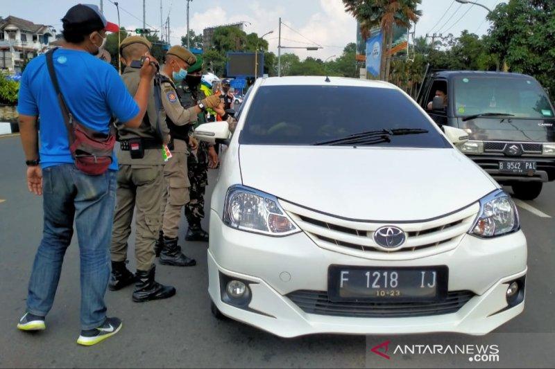 Satgas COVID-19 putar balik 129 kendaraan di Simpang Gadog Bogor