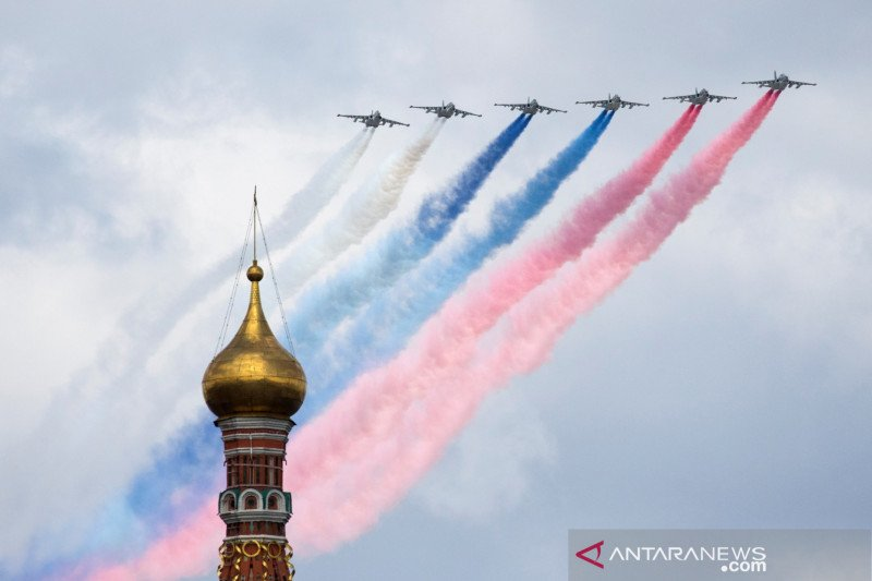 Ketegangan dengan Barat naik, Putin akan tinjau kekuatan militer Rusia