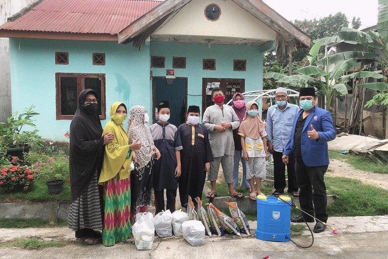 BPJamsostek salurkan 575 paket sembako untuk buruh Riau