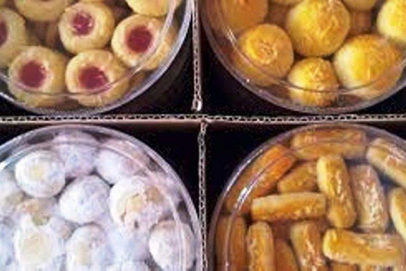 Jelang Idul Fitri 1442 H, penjual kue kering warnai di Jayapura