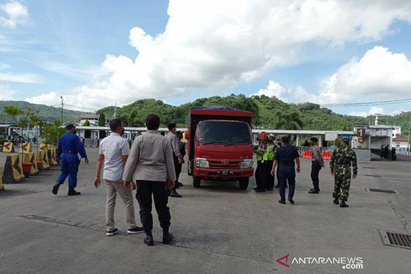 1.645 personel Polri di NTB memantau aktivitas masyarakat jelang lebaran