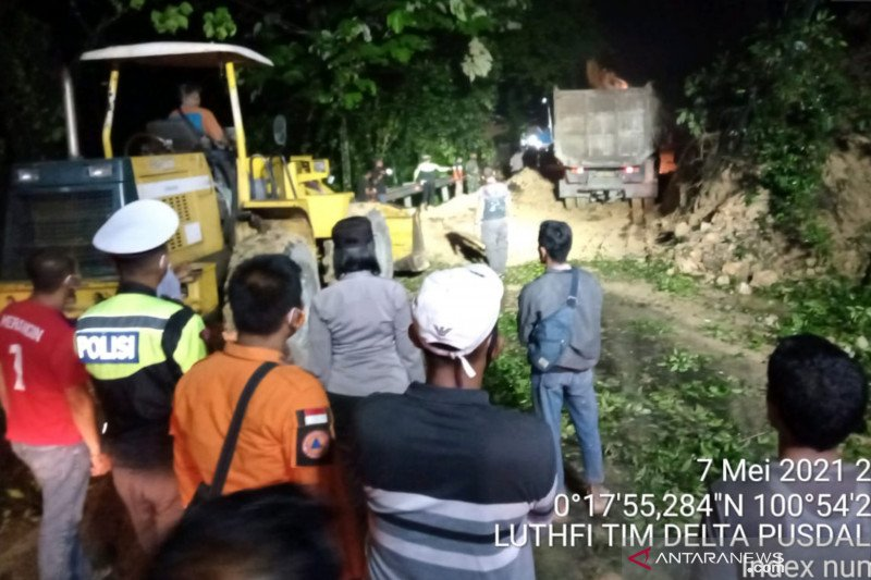 Lalu lintas jalan lintas barat Riau-Sumbar normal lagi