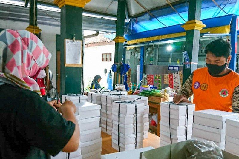 Yogyakarta melanjutkan bantuan logistik pasien COVID-19 isolasi mandiri