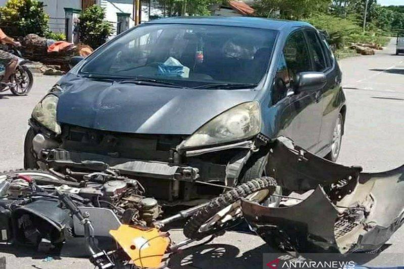 Akibat melaju kencang, Honda Jazz dan motor tabrakan di Kolaka Utara