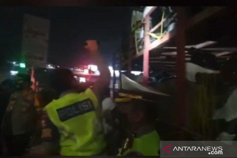 Polisi temukan 10 orang pemudik sembunyi di dalam truk pengangkut motor