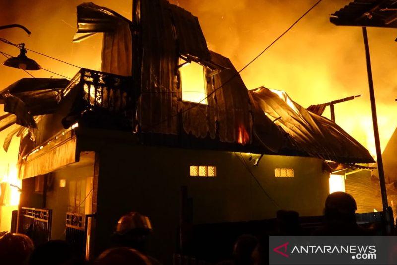 Kebakaran hebat hanguskan 28 rumah di Makassar