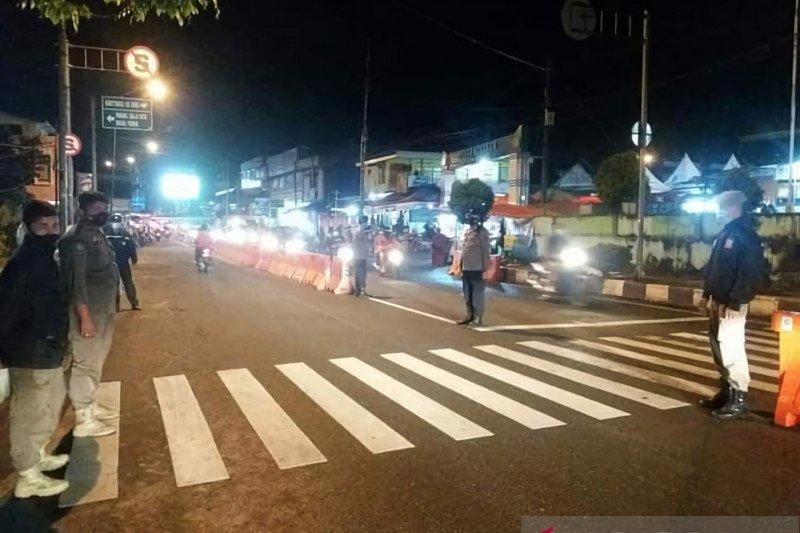Siang malam, Satpol PP dan Polres Padang Panjang razia pelanggar protokol kesehatan