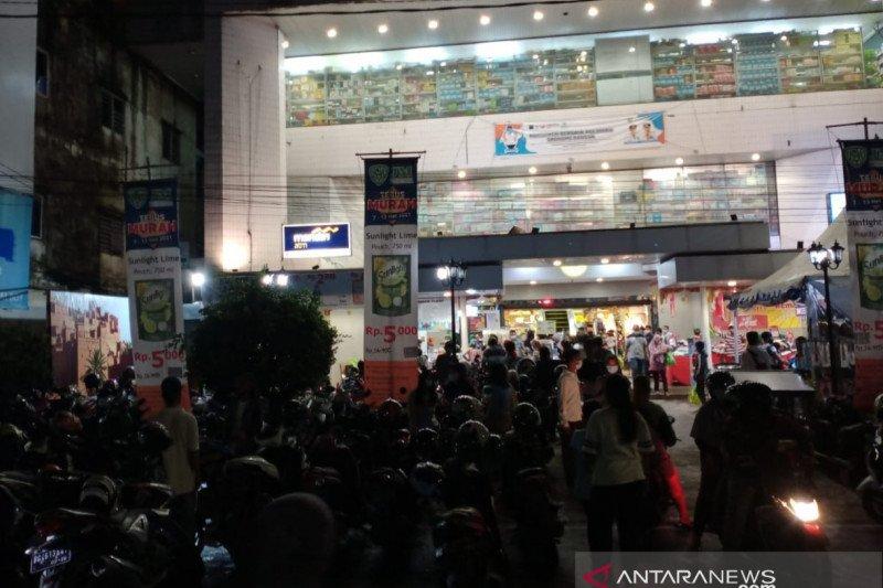 Penerapan Prokes di pusat perbelanjaan Palembang longgar