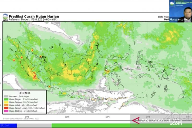 BMKG: Waspadai potensi hujan lebat di sejumlah saat malam takbiran