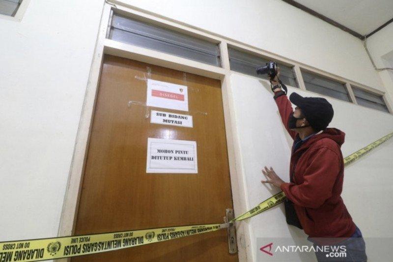 Gubernur Jawa Timur Khofifah serahkan kasus dugaan korupsi Bupati Nganjuk ke KPK