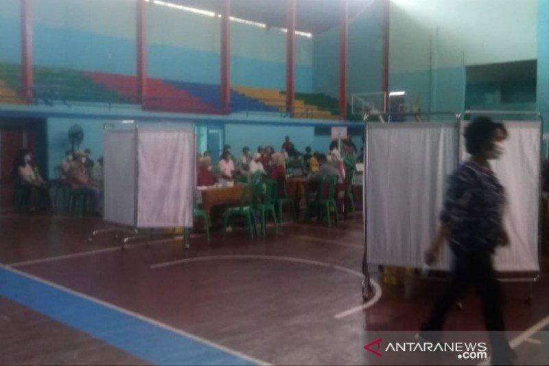 Dinkes Cianjur tetap vaksinasi pegawai publik dan lansia hingga akhir Mei