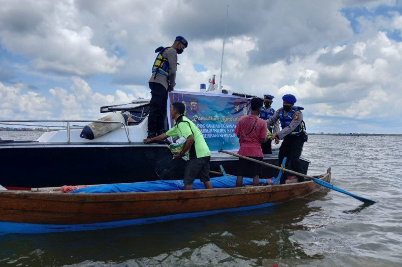 Polisi Meranti patroli ingatkan nelayan soal prokes dan peniadaan mudik