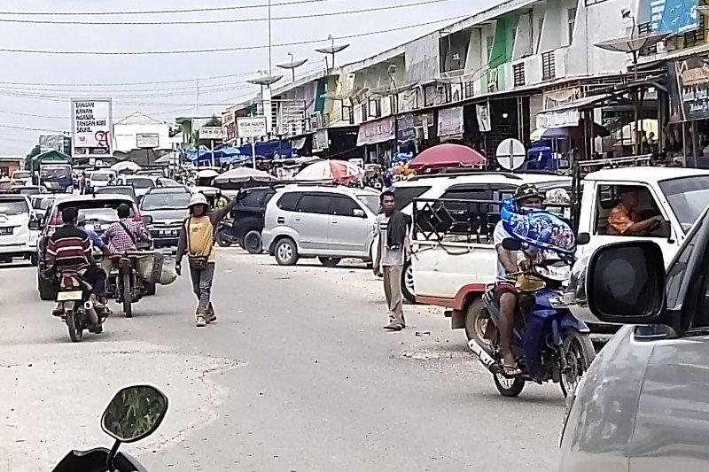 Pasar Simpang Pematang dipadati pengunjung tanpa prokes